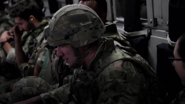 Tropas finais do Reino Unido retiraram-se de Cabul