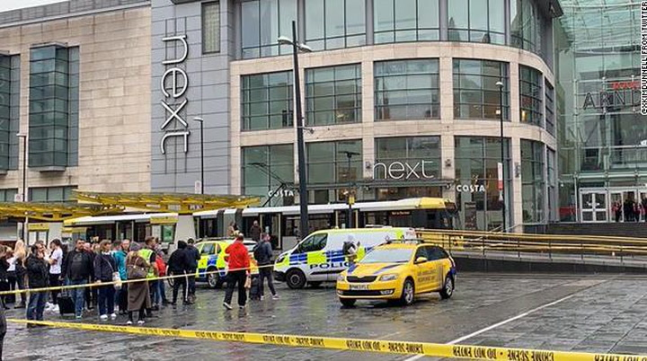 Detenido un hombre tras apuñalar al menos a tres personas en un centro comercial de Arndale en Manchester