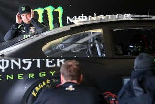 NASCAR drivers and Las Vegas native Busch brothers test at LVMS