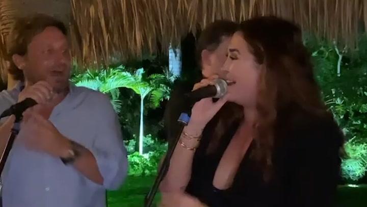 Vicky Martín Berrocal y Alba Díaz celebran la llegada del nuevo año en el Caribe