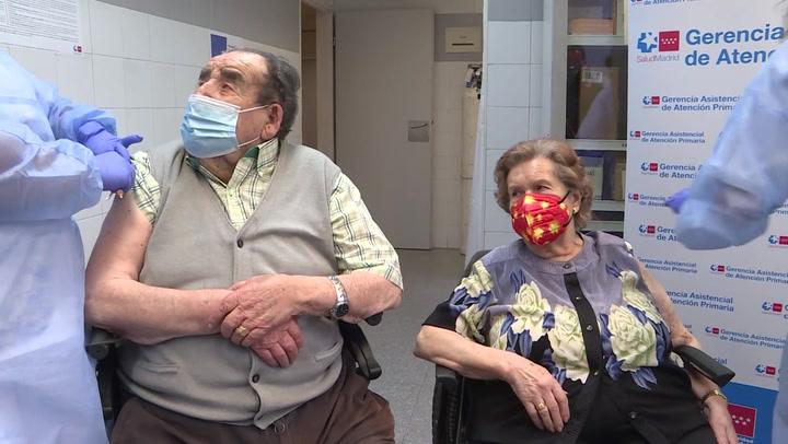 Continúa la vacunación a mayores de 80 años en Madrid