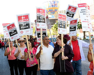 Las Vegas culinary, bartenders union strike could cost resorts, workers