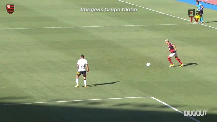 Flamengo beat Corinthians at Maracanã