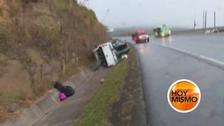 Momento en que rapidito impacta contra vehículos accidentados