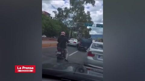 Discusión de conductores en bulevar Suyapa provoca caos