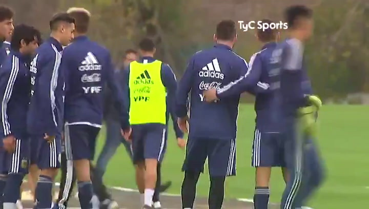 Messi levanta pasiones ¡incluso entre sus compañeros de equipo!