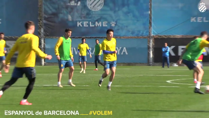 Wu Lei demuestra sus habilidades durante el entrenamiento del Espanyol