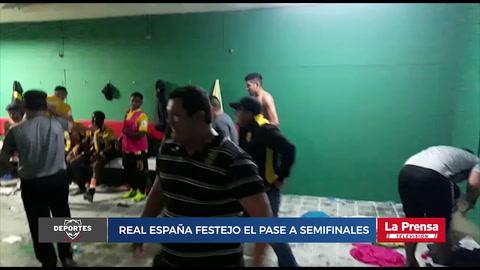 Jugadores del Real España festejaron el pase a semifinales