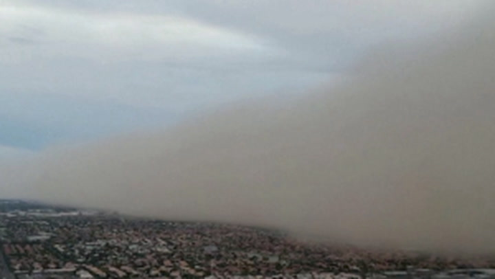 Thick 'wall of dust' consumes parts of Phoenix, Arizona