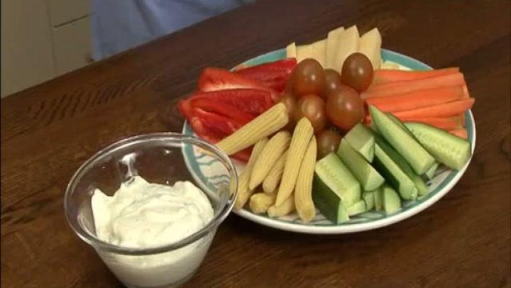 Hvordan servere grønnsaker med dipp
