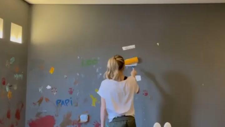 Alice Campello pinta ella misma la habitación de sus hijos con Leo y Ale de ayudantes