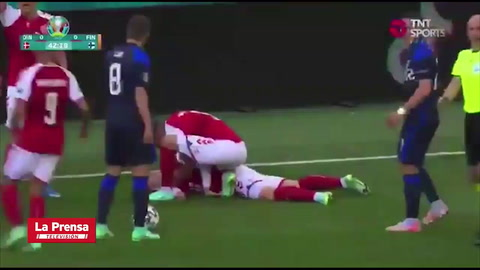 Suspenden el partido Dinamarca-Finlandia por desmayo de Christian Eriksen.