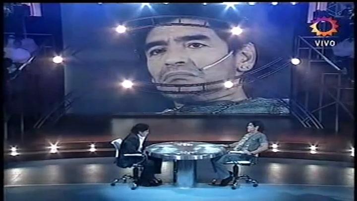 Maradona entrevista a Maradona en el programa de televisión La Noche del 10