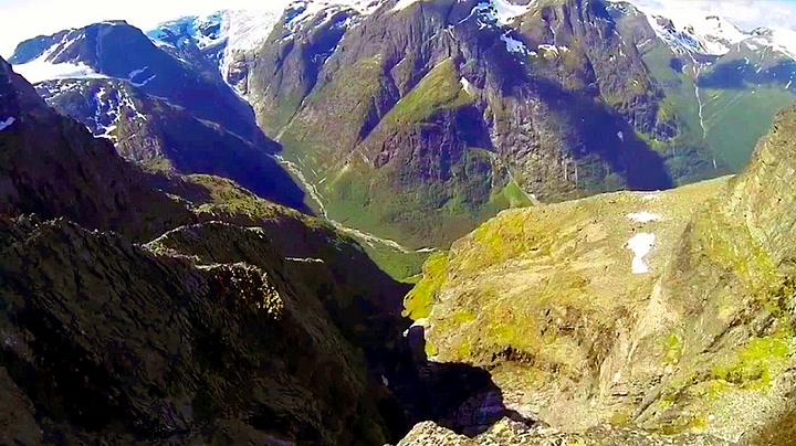 Se mektige Jostedalsbreen fra fugleperspektiv