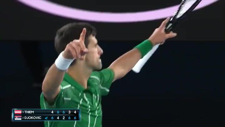 Djokovic, campeón por octava vez del Open de Australia tras remontar a Thiem