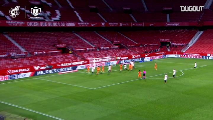 Sevilla beat Valencia 3-0