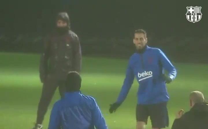 El Barça se entrena bajo el temporal Gloria antes de viajar a Ibiza