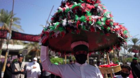 Sangre, lágrimas y mascarillas en peregrinación chiita en tiempos del coronavirus