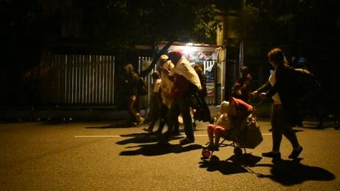 Cientos de hondureños retoman en Guatemala su camino hacia EEUU