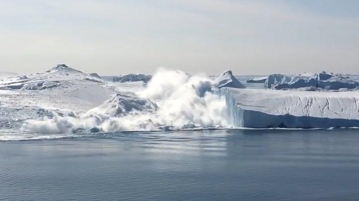 Gigantisk isfjell falt fra hverandre foran spinnville dansker