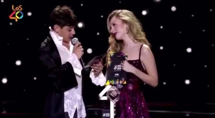 Así entregó el premio a la mejor canción en Los40 Music César Vicente