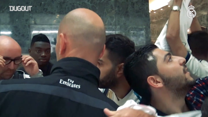 Zidane signs autographs at the team hotel in Jeddah