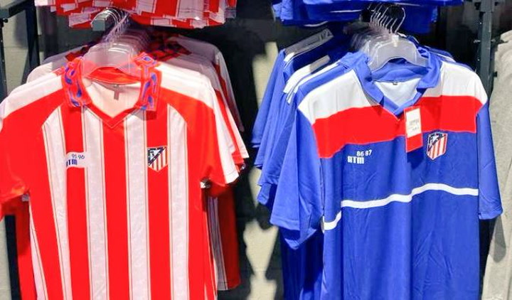 El Atlético vuelve a vender camisetas con el antiguo escudo