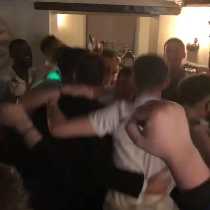 Así celebró Frank Lampard en un pub su victoria sobre el Leeds