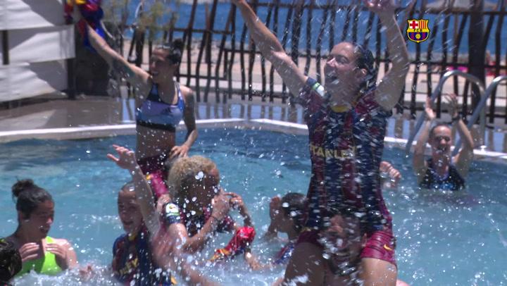 El Barça femenino celebró el título liguero ¡en la piscina del hotel!