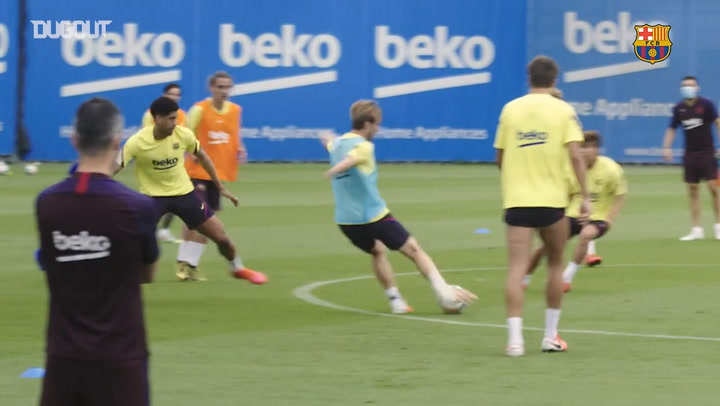 Barça return to training with their first full group session