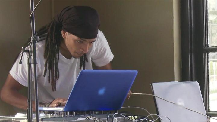 DJ Juan's Computer Issues Irk Freedia