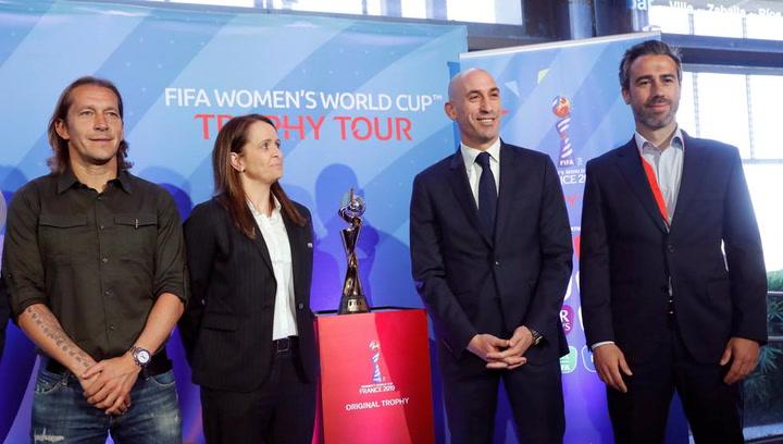 La Copa del Mundo femenina visita la sede federativa
