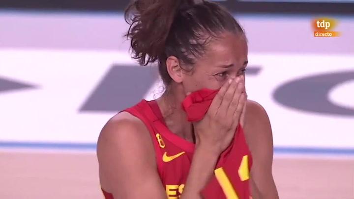 La emoción de Laia Palau al ser homenajeada tras cumplir 300 partidos con España