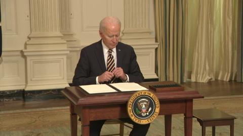 Biden ordena revisar cadenas de abastecimiento de bienes esenciales para EEUU