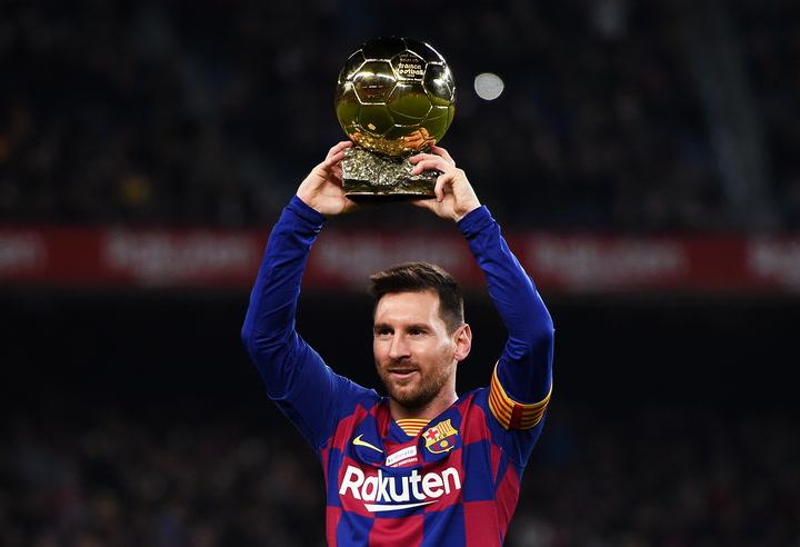 Messi ofreció a la grada su sexto balón de oro