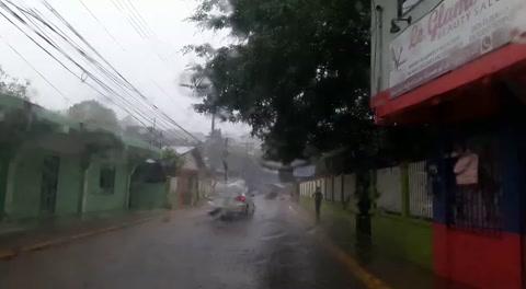 Fuertes lluvias azotan Roatán, Islas de la Bahía