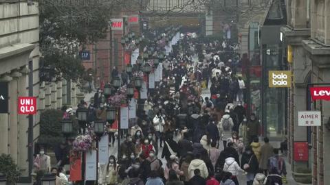 La pandemia arrecia en el mundo a un año del confinamiento en Wuhan