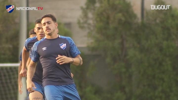 Gabriel Neves training with Nacional