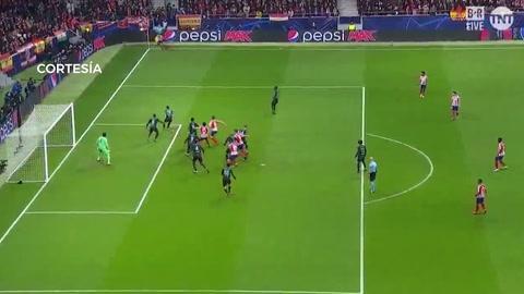 Atlético frena al Liverpool y pega primero por los octavos de Champions League