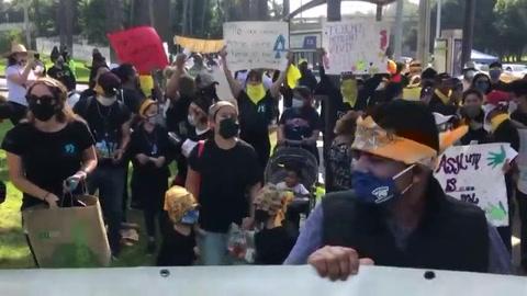 Migrantes y activistas protestan en frontera México-EEUU por derecho de asilo