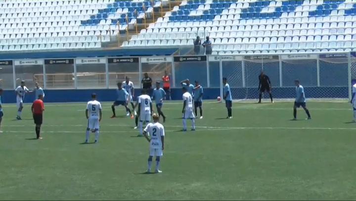 Gol de falta de Joao Roberto en el partido de Agua Santa contra Osasco