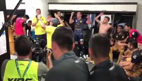 El equipo de Maradona volvió a ganar y entró en zona de playoffs