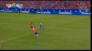 Uruguay supera a Chile con gol de Cavani y se medirá con Perú en cuartos