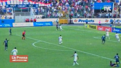Error de Edrick Menjívar casi le cuesta el gol al Olimpia