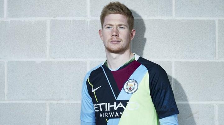 Así es la rompedora camiseta del Manchester City