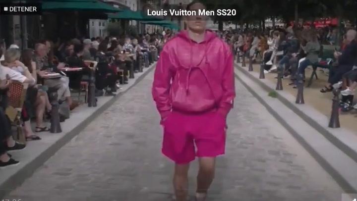 Héctor Bellerín desfila para Louis Vuitton