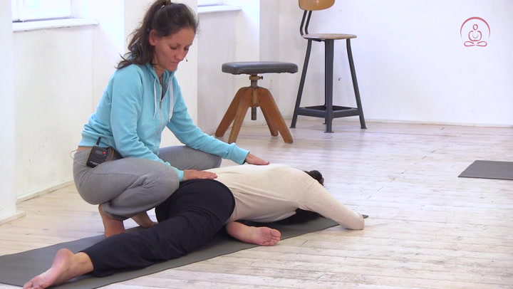 yoga video entspannung pur asanas zum abschalten yogamehome online yoga videos. Black Bedroom Furniture Sets. Home Design Ideas
