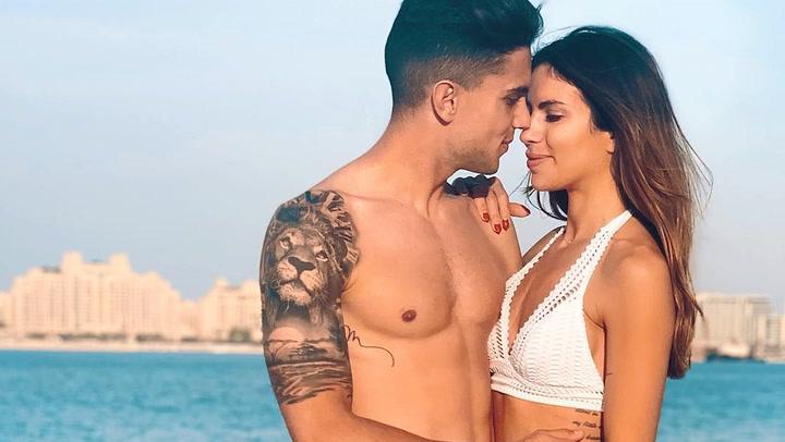 La travesura de Abril cuando su madre, Melissa Jiménez, intentaba conseguir el perfecto posado en bikini
