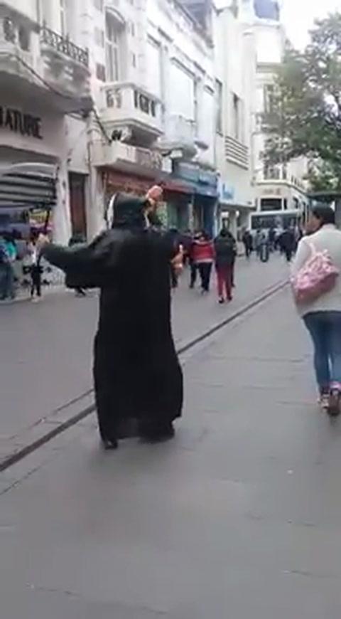 Mirá la extraña protesta contra la legalización del aborto en la peatonalrosarina