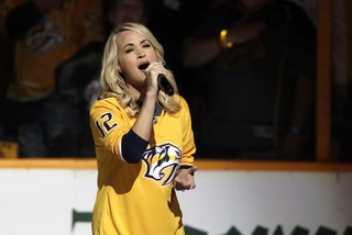 Carrie Underwood jumps on Golden Knights bandwagon